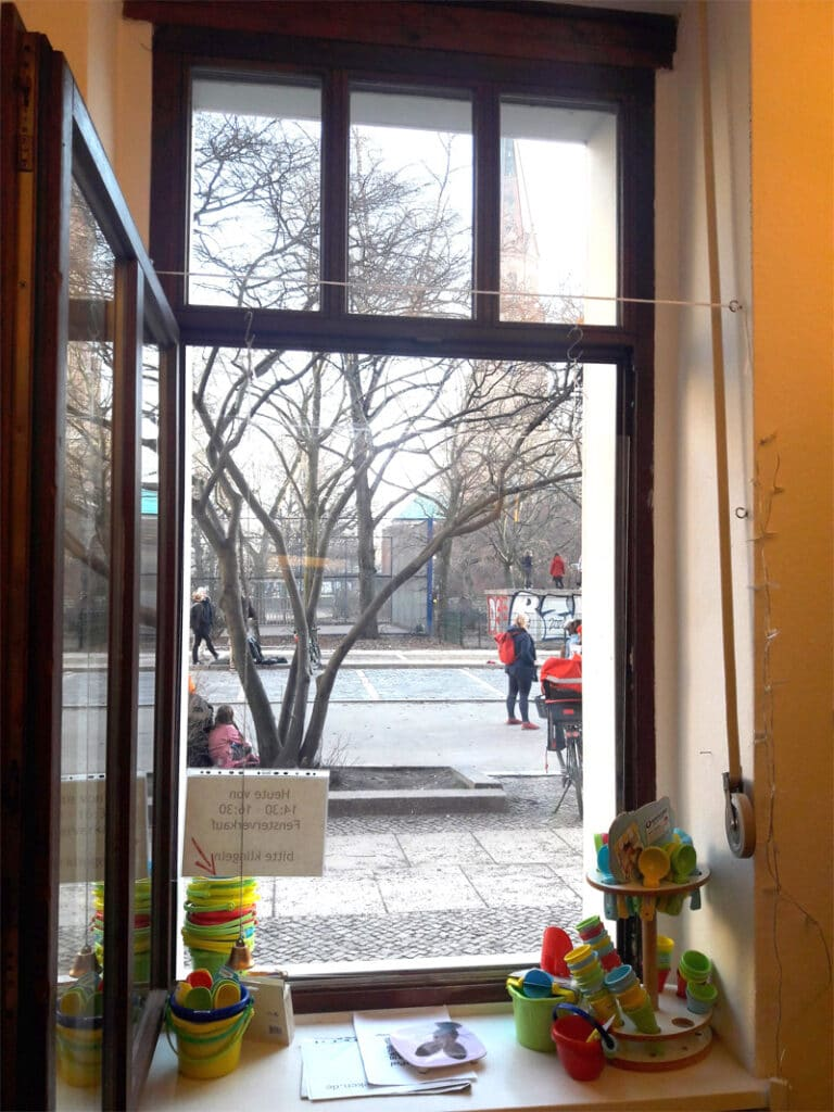 Spielzeugladen Berlin Kreuzberg Fensterverkauf